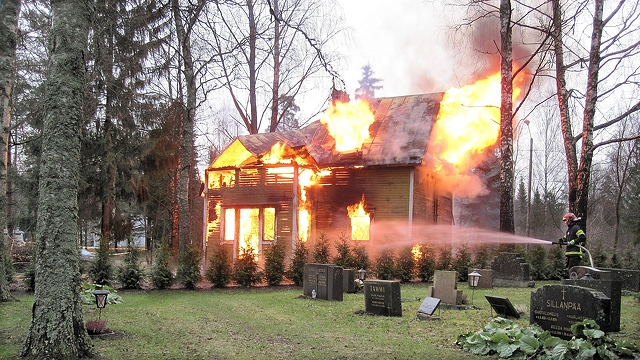 extremely-burning-house-3840x2160_65088